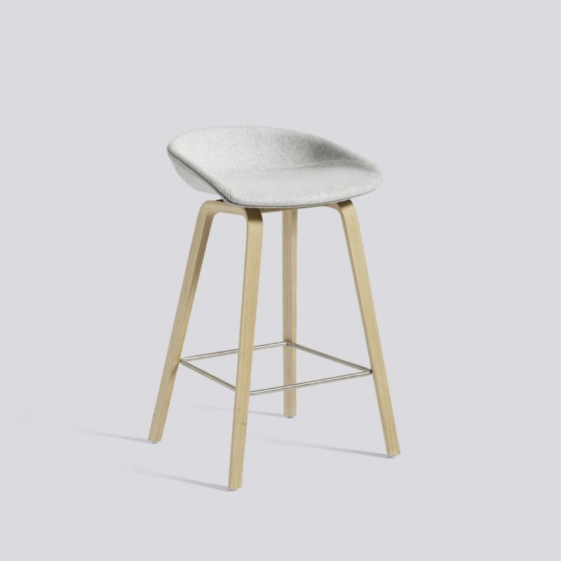 hay aas 33 tabouret de bar recouvert de tissu kvadrat avec. Black Bedroom Furniture Sets. Home Design Ideas