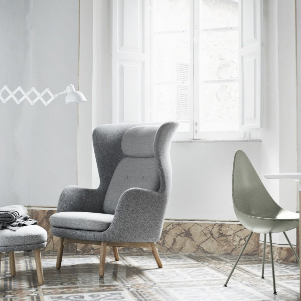 ... RO CHAIR JH2 DESIGNER SELECTION LIGHT GREY & FRITZ HANSEN RO CHAIR LIGHT GREY DESIGNER SELECTION UPHOLSTERED JH2