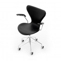 FRITZ HANSEN SERIES 7 SWIVEL CHAIR WITH ARM RESTS BLACK LEATHER